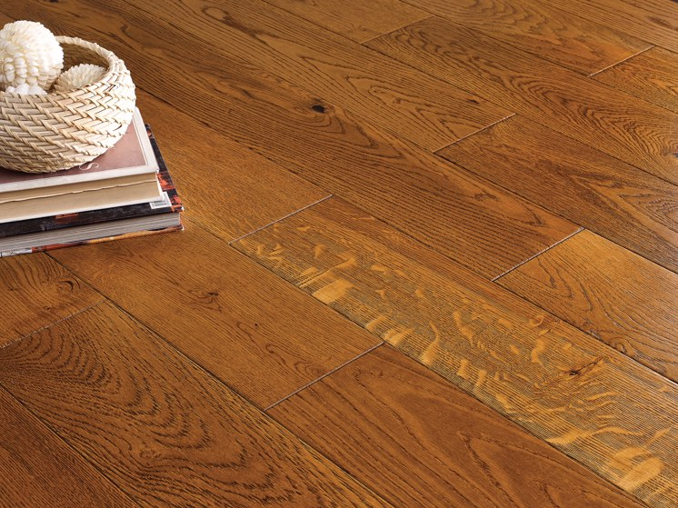 Golden Oak Handscraped & Lacquered Engineered Wood Flooring